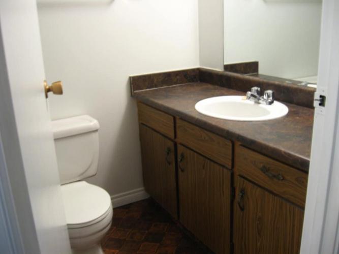Fourplex For Rent 92D Oak Street, Red Deer, 2 Bedrooms, 1.5 Bathrooms