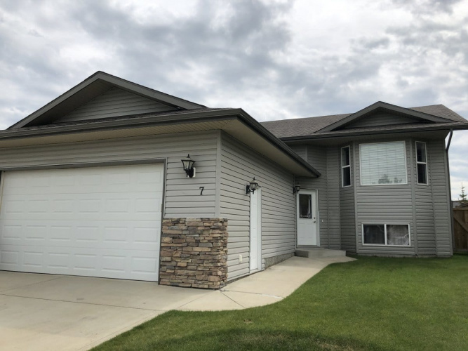House For Rent 7 Firdale Close, Sylvan Lake, 3 Bedrooms, 2 Bathrooms