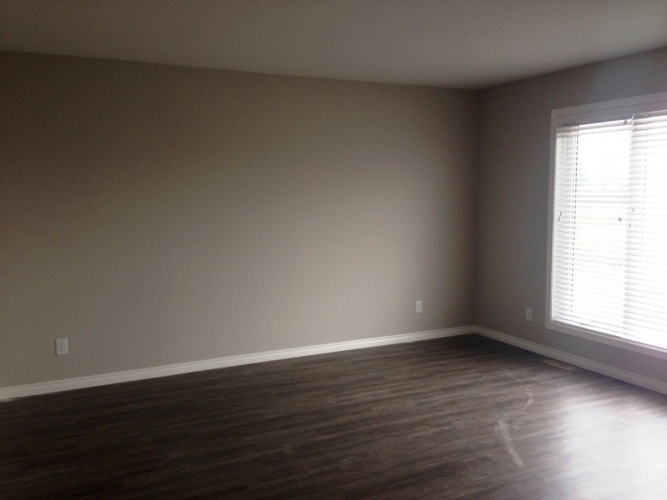Upper For Rent 125 Hinshaw Drive, Sylvan Lake, 3 Bedrooms, 2 Bathrooms