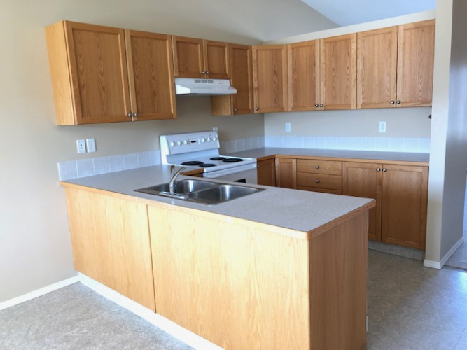 Townhouse For Rent 151 Old Boomer Road, Sylvan Lake, 2 Bedrooms, 1.5 Bathrooms