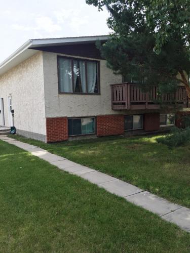 Fourplex For Rent 2-23 Nyberg Ave, Red Deer, 2 Bedrooms, 1.5 Bathrooms