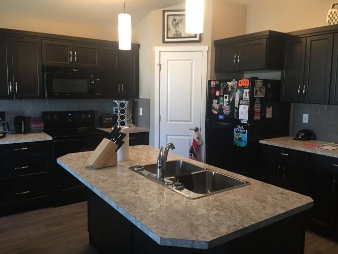 Upper For Rent Main 36 Hampton Crescent, Sylvan Lake, 2 Bedrooms, 2 Bathrooms