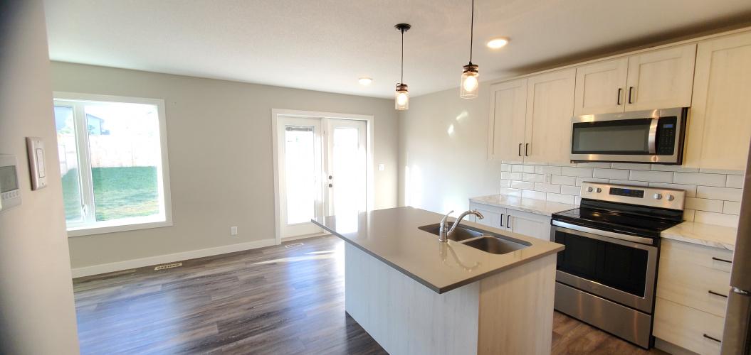 Townhouse For Rent 102 Ava Crescent, Blackfalds, 3 Bedrooms, 2.5 Bathrooms