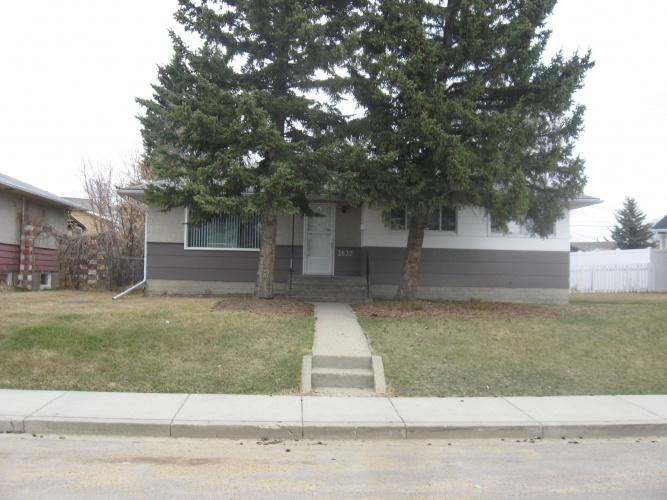 Upper For Rent Main 3832 Eastwood Crescent, Red Deer, 3 Bedrooms, 1 Bathroom